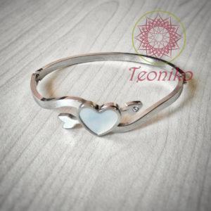 Романтична, нежна и елегантна - гривна Сърце от седеф изящно ще подчертае красотата на дамската ръка.