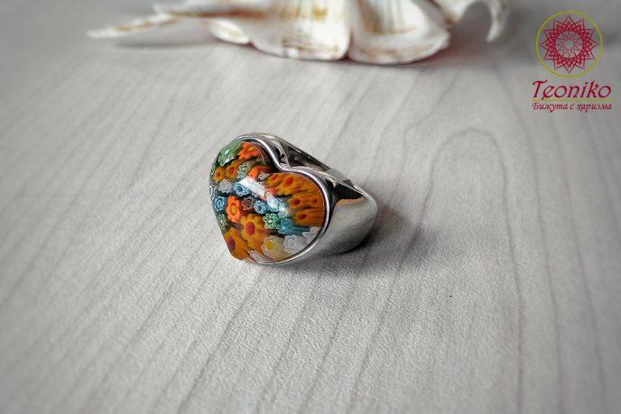 Ефектен пръстен от стомана със сърце от Муранско стъкло