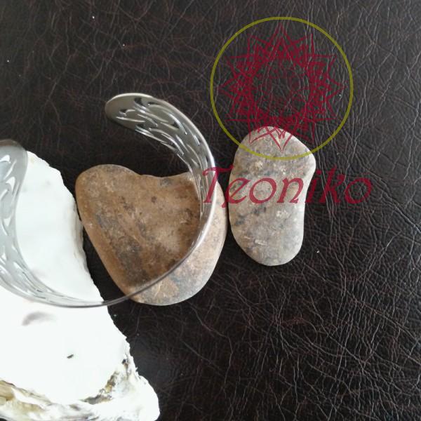 Широка гривна от неръждаема стомана и тъмносин емайл