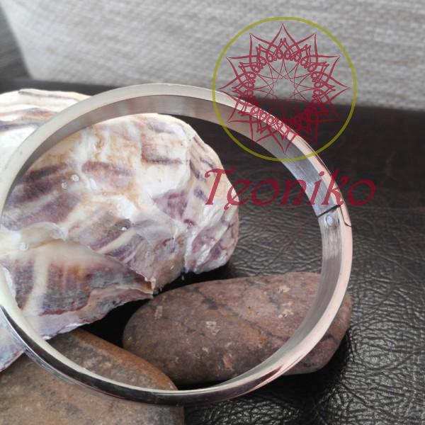 Елегантна гривна от неръждаема стомана украсена с келтски възли
