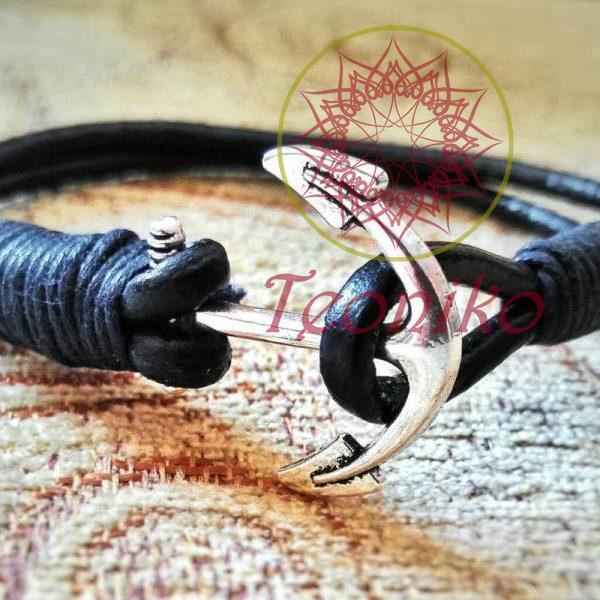 Ръчно изработена гривна от черна естествена кожа с котва в сребрист цвят - прекрасен и стилен подарък за всеки повод!