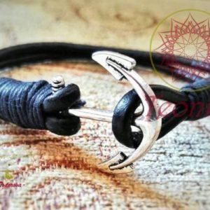 Ръчно изработена гривна от черна естествена кожа с котва в сребрист цвят - прекрасен и стилен подарък за всеки повод