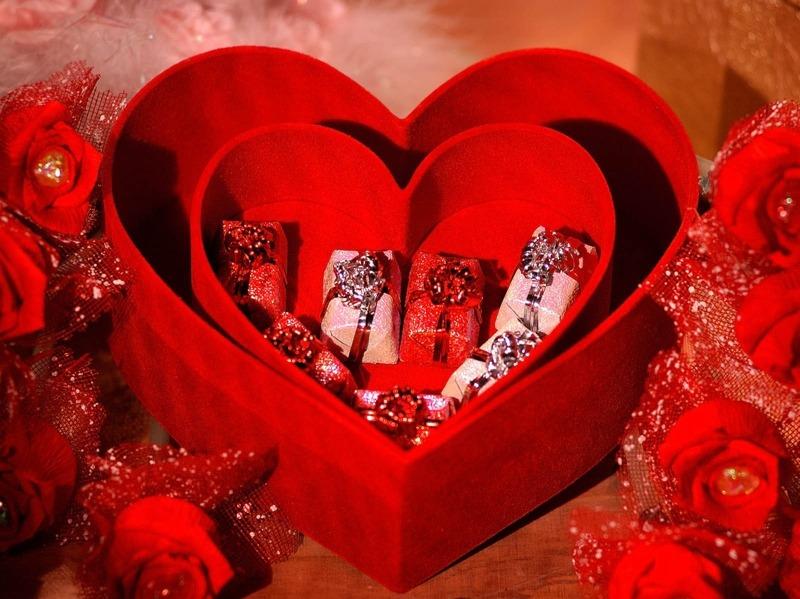 14 Февруари - ден на влюбените и ден на Свети Валентин, повод да зарадваме любим човек с подарък ръчно изработено бижу.