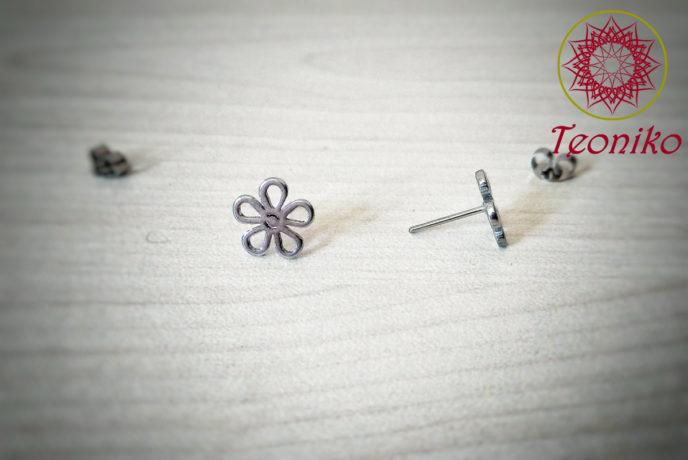 Нежни и семпли обеци от стомана Маргаритки