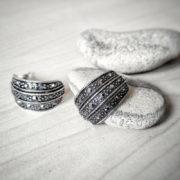 Стоманени обеци с черни кристали