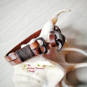 Ръчно изработена гривна от естествена кожа и стоманена котва