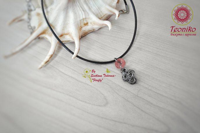 Ръчно изработена висулка от стомана Изящество в розово