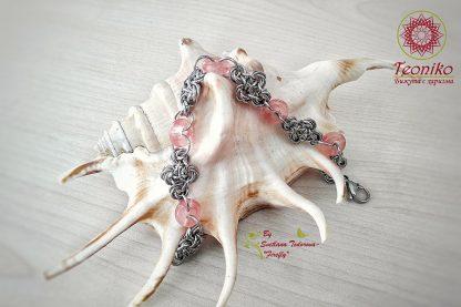 Ръчно изработена гривна от стомана Изящество в розово