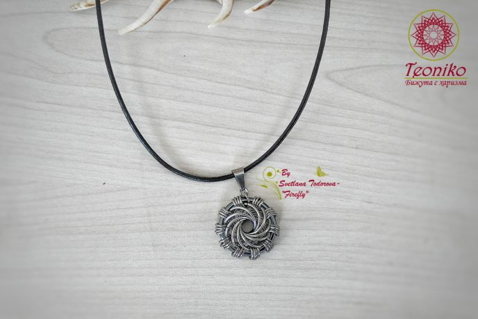 Ръчно изработена висулка от стомана и хематит Мароканска роза
