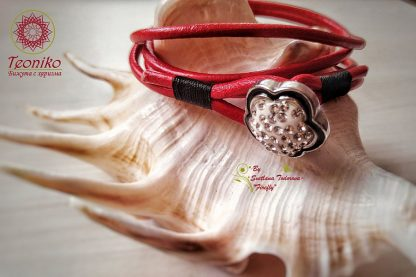 Ръчно изработена гривна от естествена кожа Цвете