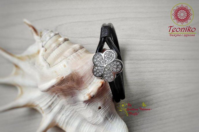 Ръчно изработена гривна Ледено цвете