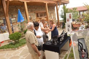 Атмосферата по време на арт изложба базар БГ Уникати