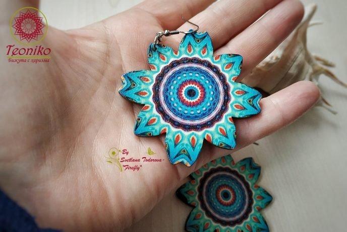 Обеци от дърво Цвете Мандала в синьо