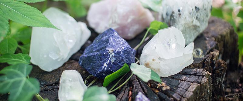 Как въздействат естествените камъни на човека